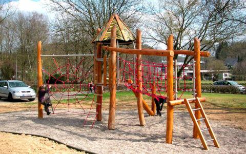 Ein Wissmeier Spielplatzgerät, aufgestellt von den Michael Bartsch Handelsvertretungen