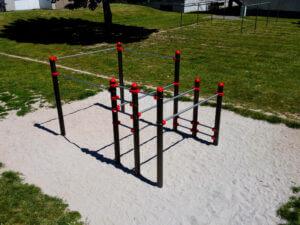 Ein Fitnessgerät von transalp, ideal geeignet für vielseitige Outdoor-Workouts und Calisthenics.