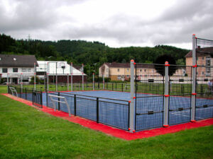 Eine Multisportanlage für transalp für Fußball, Basketball und mehr.